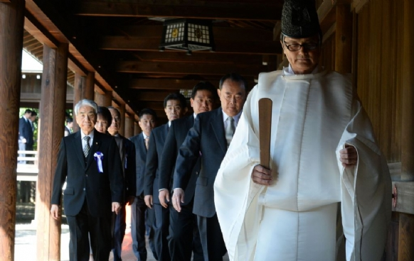 Yasukuni Shrine visits face strong criticism in Japan