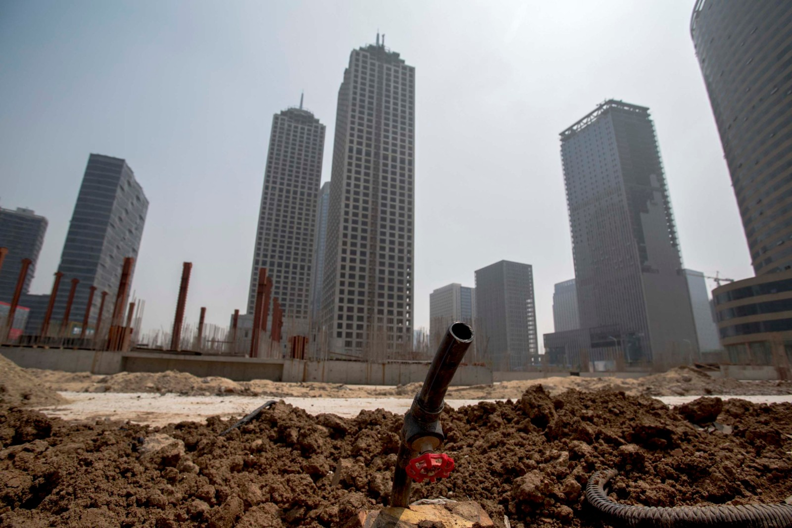 "Chinese economy continues adjusting to ""new normal"": World Bank"
