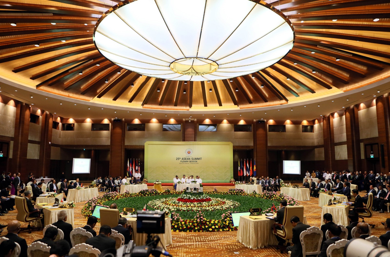 ASEAN leaders pledge to announce national targets before key climate talks