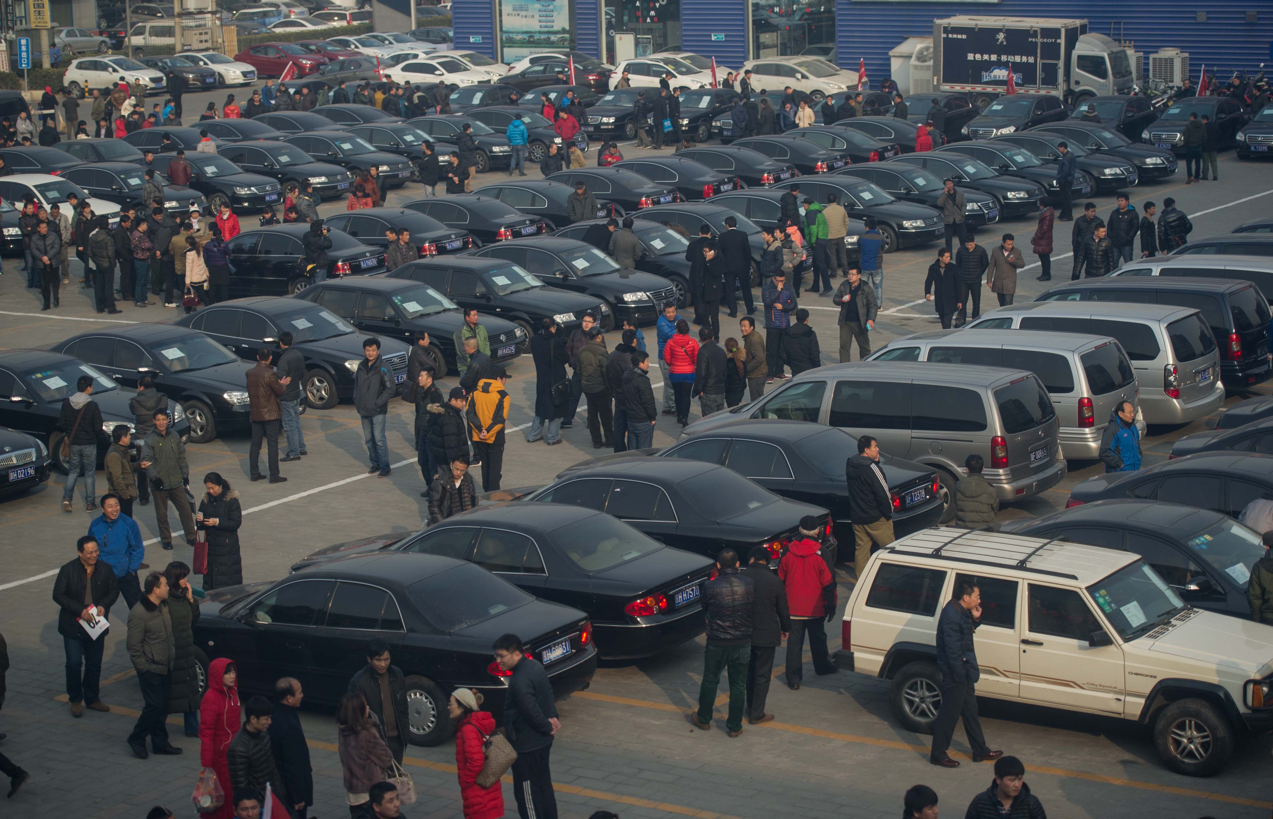 China's first impounded gov't vehicle auction fetches 1 mln USD