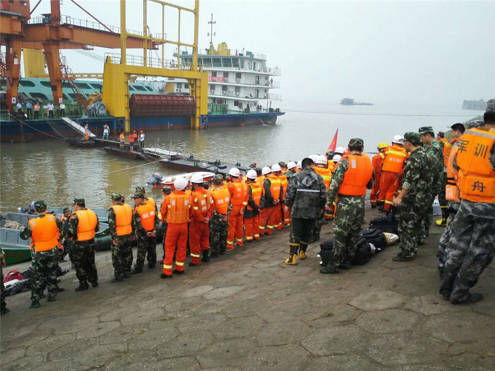 Chinese ferry sinks in Yangtze river with 458 people aboard