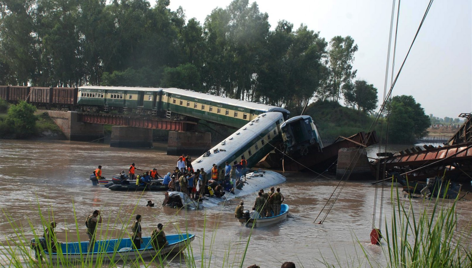 12 killed, 100 injured as 4 compartments of train fall into canal in E. Pakistan