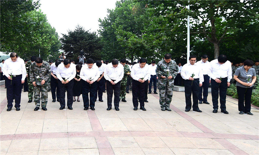 Mourning ceremony held for Tianjin blasts victims